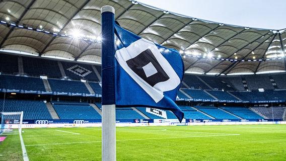 Un drapeau de coin avec le losange du Hamburger SV © Witters Photo : Valeria Witters