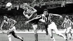 Horst Hrubesch beim Kopfball © dpa Foto: dpa