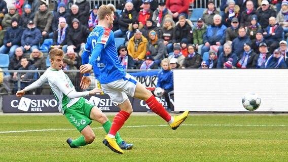 2 Liga Holstein Kiel Mit Remis Gegen Greuther Furth Ndr De Sport Fussball
