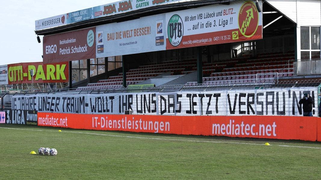 VfB Lübeck am Abgrund: Fanproteste und Riedel-Wutrede - NDR.de