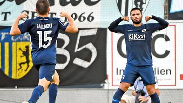Markus Ballmert  und Deniz Undav (r.) bejubeln ein Tor.