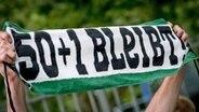 Fan-Protest gegen die Abschaffung der 50+1-Regel © picture alliance / dpa Fotograf: Peter Steffen
