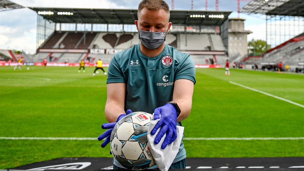 Corona-Quarantäne: Sonderrolle für den Fußball? - NDR.de