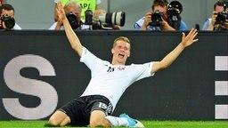 Deutschlands Lars Bender bejubelt seinen Treffer gegen Dänemark.