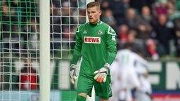 Kölns Keeper Timo Horn ist nach dem Tor zum 0:1 enttäuscht.
