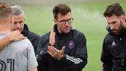 Raphael Wicky (Mitte), Trainer bei Chicago Fire © imago images/Icon SMI
