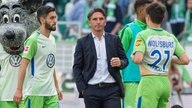 Wolfsburgs Trainer Bruno Labbadia (M.) nach dem 4:1-Sieg über den 1. FC Köln.