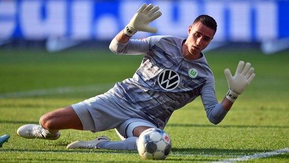 Vfl Wolfsburg Mit Torwart Casteels Gegen Eintracht Frankfurt