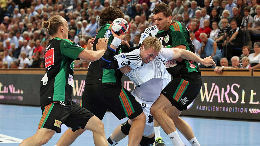 hartes st ck arbeit f r kiel gegen hannover sport handball. Black Bedroom Furniture Sets. Home Design Ideas