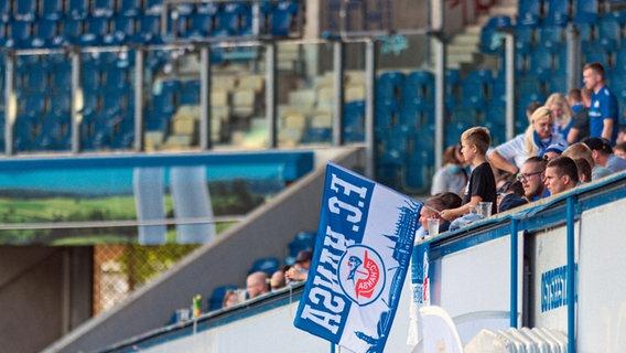 Zuschauer im Ostseestadion von Hansa Rostock © picture alliance/Fotostand