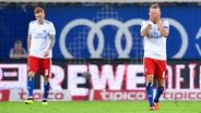 David Bates, Lewis Holtby (HSV, v.l.) © Witters Fotograf: TimGroothuis