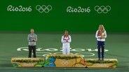 Angelique Kerber (l.) bei der olympischen Siegerehrung in Rio