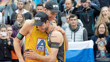 Julius Thole (links) und Clemens Wickler bei der Beachvolleyball-Weltmeisterschaft in Hamburg