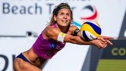 Laura Ludwig bei den Beachvolleyball-Meisterschaften in Timmendorf © imago images / Beautiful Sports