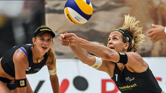 Die Beachvolleyballerinnen Margareta Kozuch (l.) und Laura Ludwig © imago images / Beautiful Sports