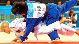 Judo-Goldmedaillengewinnerin Yvonne Boenisch (Deutschland) © picture-alliance / Sven Simon