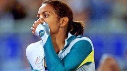 Die Australierin Cathy Freeman nach ihrem Olympiasieg in Sydney 2000 © picture-alliance / dpa