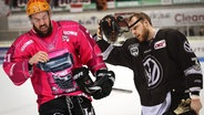 Jason Best von Pinguins Bremerhaven und Jimmy Sharrow von Grizzlys Wolfsburg  (Bildmontage) © picture alliance/NurPhoto, picture alliance/CITYPRESS 24 Fotograf: Marcel Engelbrecht, Hermann Hay/CITYPRESS24