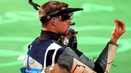 Matthews Emmons ärgert sich über seinen verpatzten Schuss (USA) © picture-alliance / dpa/dpaweb