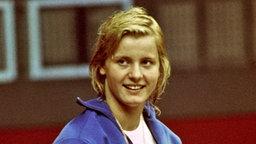 Eine von vier Goldmedaillen für Kornelia Ender (Halle), die über 100 m und 200 m Freistil, 100 m Schmetterling und 4×100 m Lagen gewann © picture-alliance / united archives