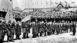 Eröffnung der Olympischen Spiele in Stockholm am 5. Mai 1912: Ansprache des Kronprinzen Gustav Adolf © picture-alliance / akg-images