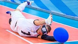 Der deutsche Nationalspieler Reno Tiede bejubelt bei der Goalball-EM in Rostock in Aktion © picture alliance/dpa