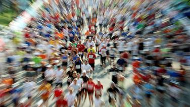 Läuferfeld beim Marathon © picture alliance Foto: Malte Christians