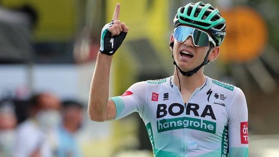 Lennard Kämna jubelt bei der Tour de France 2020 © imago images/Action Plus