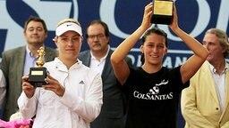 Tennis-Profi Angelique Kerber (l.) und Mariana Duque-Marino  © picture-alliance/epa efe Foto: Leonardo Munoz