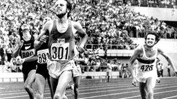 Der finnische Langstreckler Lasse Viren (v.) gewinnt die Goldmedaille über die 5.000 Meter. © picture-alliance / dpa