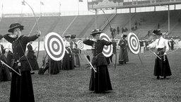 Bogenschießen der Damen bei Olympia 1908 in London © dpa / empics