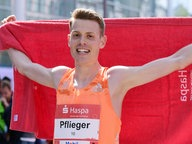 Philipp Pflieger nach dem Zieleinlauf beim Hamburg-Marathon © Witters Foto: Tay Duc Lam