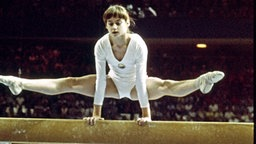 Die rumänische Turnerin Nadja Comaneci © picture alliance / united archives