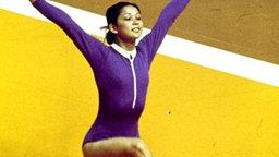 Nelli Kim posiert nach Abschluss ihrer Bodenübung bei den Spielen 1976 in Montreal. © picture alliance / united archives