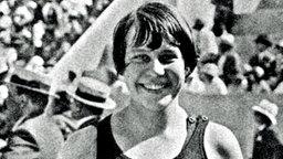 Paris 1924: die 16-jährige Schwimmerin Martha Norelius (USA), Gewinnerin der Goldmedaille über 400 m Freisti © picture-alliance/ dpa