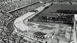 Einmarsch der Mannschaften bei der Eröffnungsfeier der Olympischen Spiele 1952 in Helsinki © imago/ND-Archiv