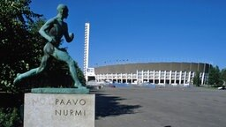 Skulptur von Lauflegende Paavo Nurmi vor dem Olympiastadion in Helsinki © imago/Ed Gar