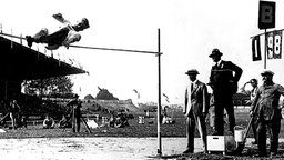 Olympiasieger 1924 im Hochsprung: Harold M. Osborn aus den USA (Foto-Reproduktion) © picture-alliance/ dpa