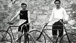 Die französischen Radrennfahrer Flameng und Masson © picture alliance / united archives