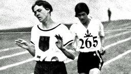 Die Karlsruherin Lina Radke-Batschauer (v.) bei ihrem 800-m-Goldlauf vor Kinue Hitomi (Japan). © picture-alliance/ dpa