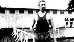 Doppel-Olympiasieger in St. Louis über 880 Yards und eine Meile Freistil: Emil Rausch (Berlin) © picture-alliance / akg-images