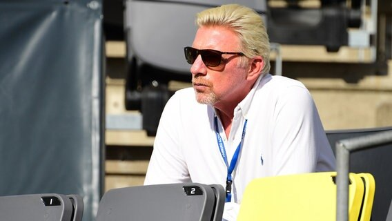 Tennis-Legende Boris Becker auf der Tribüne des Turniers am Hamburger Rothenbaum © Witters Foto: Valeria Witters