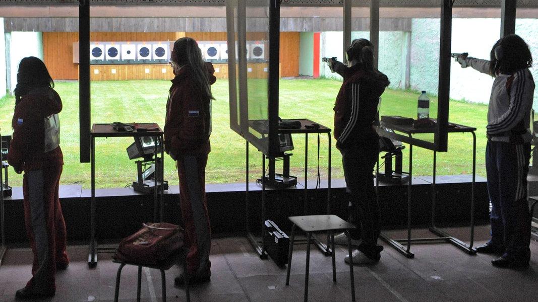 Nach Hanau: Diskussion um Waffenrecht für Sportschützen