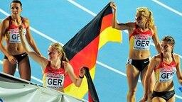 Vize-Europameister 2010: die deutsche 4x400-m-Staffel mit Janin Lindenberg, Fabienne Kohlmann, Claudia Hoffmann und Esther Cremer (v.l.n.r.) © AP Foto: Manu Fernandez
