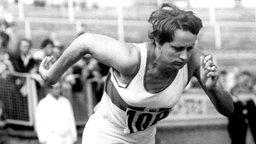 Kraftvoll schon beim Start: Doppelsiegerin Renate Stecher (Jena) gewinnt über 100 und 200 Meter jeweils in Weltrekordzeit © picture-alliance / dpa