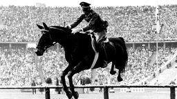 Ludwig Stubbendorf auf Nurmi: Military-Olympiasieger in der Einzel- und Teamwertung © picture-alliance / dpa