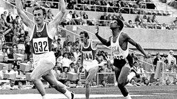 UdSSR-Sprinter Waleri Borsow (l.) gewinnt das olympische 200-m-Finale der Männer. © picture-alliance / dpa