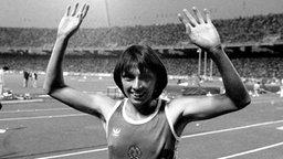 Je zweimal Gold über 200 und 4x100 m 1976 und 1980: DDR-Sprinterin Bärbel Eckert-Wöckel (Jena) © picture-alliance / dpa