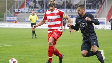 Luka Tankulic (Meppen, r.) gegen Toni Wachsmuth (Zwickau)