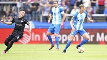Florian Egerer (Meppen, r.) gegen Mario Kvesic (Magdeburg)